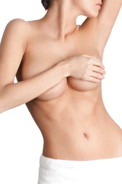 Brustvergrößerung Frau mit nacktem Körper